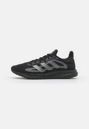 SOLAR GLIDE 4 BOOST - Neutral running shoes - core black/night metallic/grey five