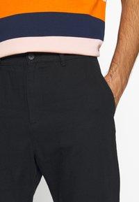 Weekday - ARBUS TROUSERS - Chino kalhoty - black - 5