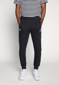 Nike Sportswear - Nike Sportswear DNA French-Terry-Jogger für Herren - Træningsbukser - black/white - 0