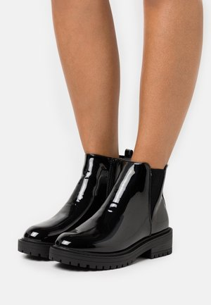 BOPIT CHELSEA CHUNKY - Kotníkové boty na platformě - black