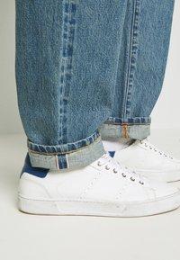 Han Kjøbenhavn - Relaxed fit jeans - heavy stone - 4