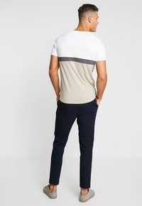 Jack & Jones PREMIUM - JPRNATHAN TEE CREW NECK SLIM FIT - Print T-shirt - string - 2