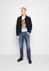 Tommy Jeans - RYAN RELAXED STRAIGHT - Straight leg jeans - hanks dark blue comfort - 1