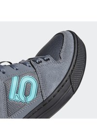 adidas Performance - FIVE TEN MOUNTAIN BIKE FREERIDER SHOES - Cycling shoes - black - 7