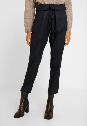 WAIST TIE DETAL - Bukse - black