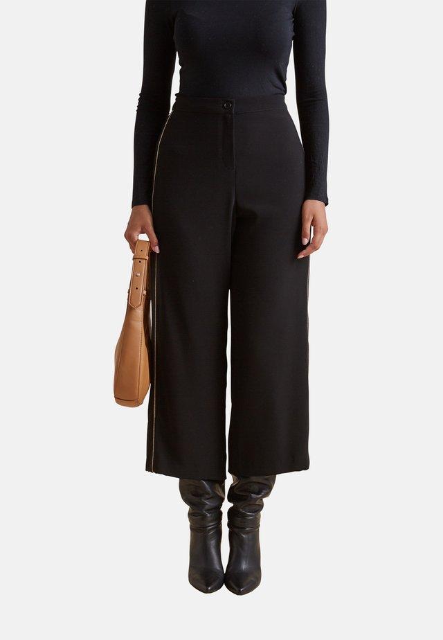 CON BORDI RICAMATI - Pantalones - nero
