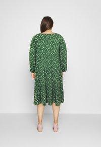 Even&Odd Curvy - Day dress - green/white - 2