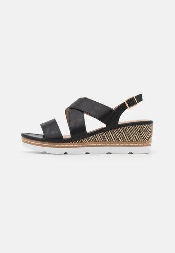 COMFORT - Sandalen met plateauzool - black