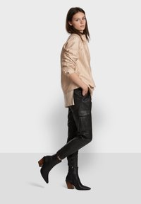 Oakwood - CARGO - Leather trousers - black - 4