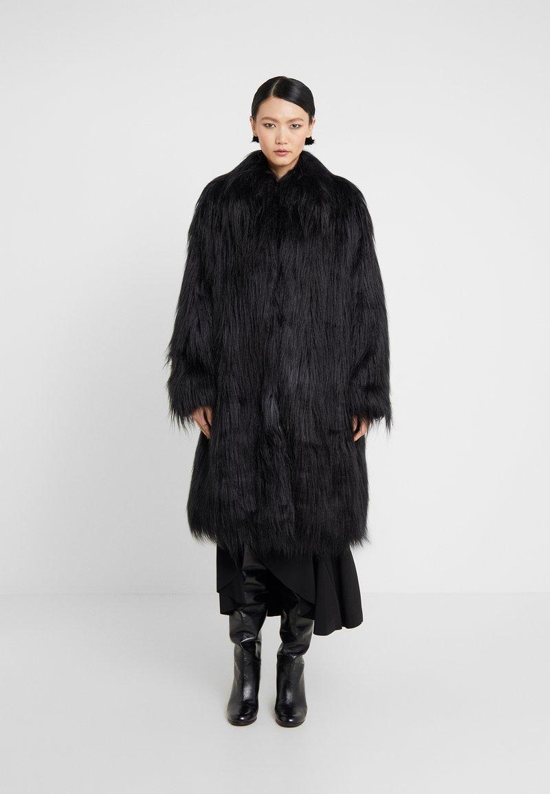 MM6 Maison Margiela - Zimní kabát - black