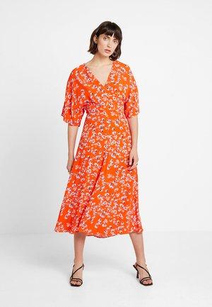 DIGITAL DAISY PRINT ZELDA DRESS - Maxi šaty - red/multi