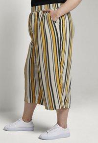 MY TRUE ME TOM TAILOR - CULOTTE CRINKLE LOOK - Trousers - black yellow stripe - 2