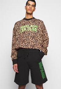 Versace Jeans Couture - FELPA - Short - nero - 3