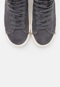 UGG - BEVEN - Sneakers hoog - dark grey - 5
