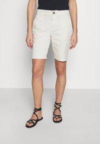 GAP - BERMUDA - Shorts - beige - 0