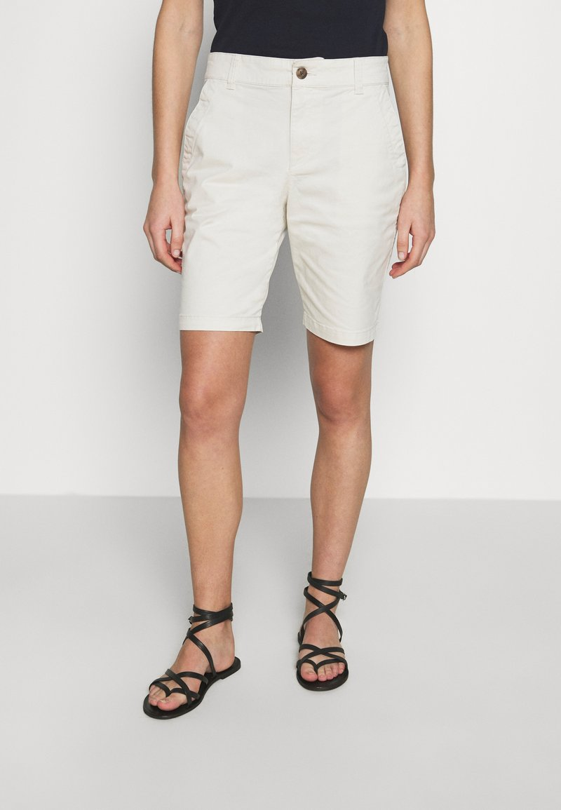 GAP - BERMUDA - Shorts - beige