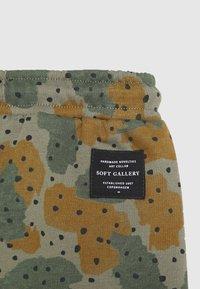 Soft Gallery - KARL PANTS - Kalhoty - vetiver - 2