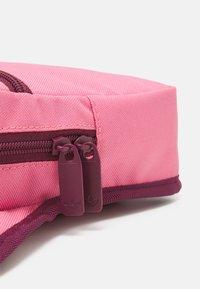 adidas Originals - SLING BAG UNISEX - Bandolera - rose tone/victory crimson/white - 3