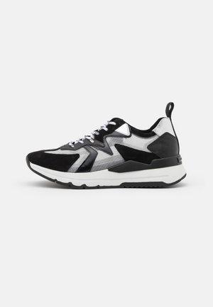 KICK - Sneakers laag - schwarz/silver