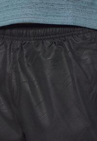 Nike Performance - Urheilushortsit - black/silver - 3
