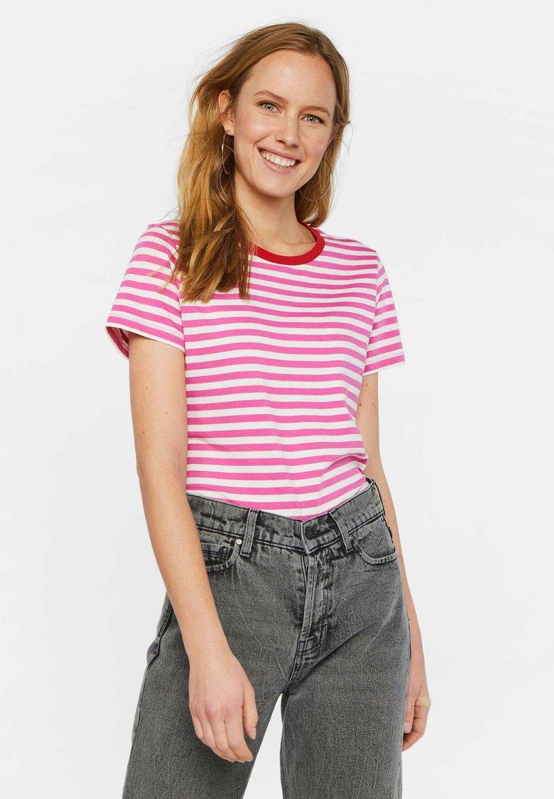 WE Fashion - WE FASHION DAMES GESTREEPT T-SHIRT - T-shirt z nadrukiem - pink