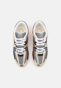 Scotch & Soda - VIVI  - Sneakersy niskie - gold - 5