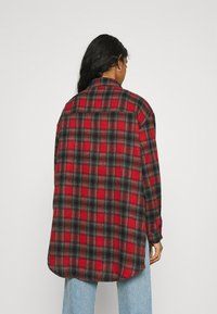 Missguided - BRUSHED OVERSIZED BASIC CHECK  - Button-down blouse - red - 2