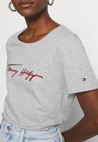 Tommy Hilfiger - CARMEN  - T-shirts print - light grey - 3