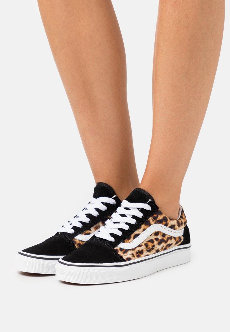 Vans - OLD SKOOL - Sneakers laag - black/true white