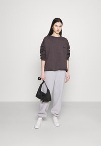 BDG Urban Outfitters - CREWNEWCK  - Sweatshirt - grape - 1