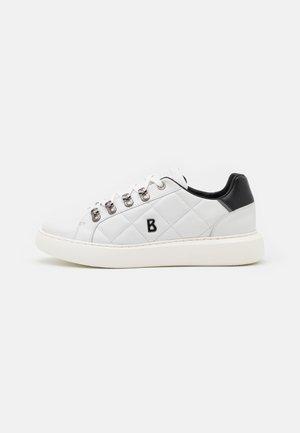 NEW BERLIN  - Trainers - white