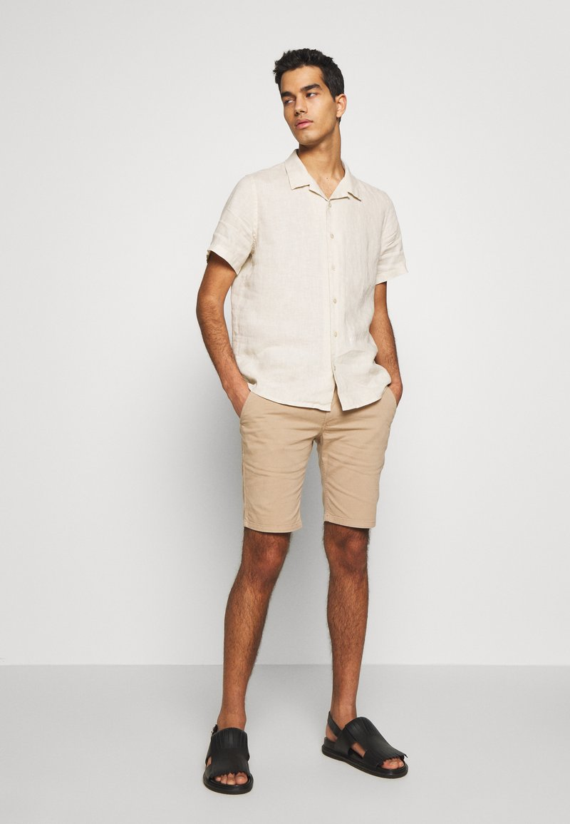 Bruuns Bazaar - DENNIS POUL - Shorts - beige