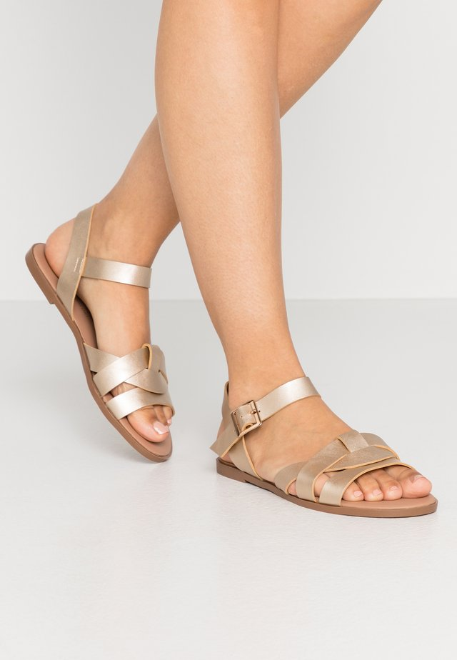 WIDE FIT FLY TWO PART COMFORT  - Sandály - gold
