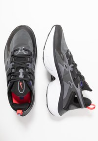 Nike Sportswear - SIGNAL D/MS/X - Sneakers laag - black/dark grey/off noir/rush violet/light aqua/red orbit - 1