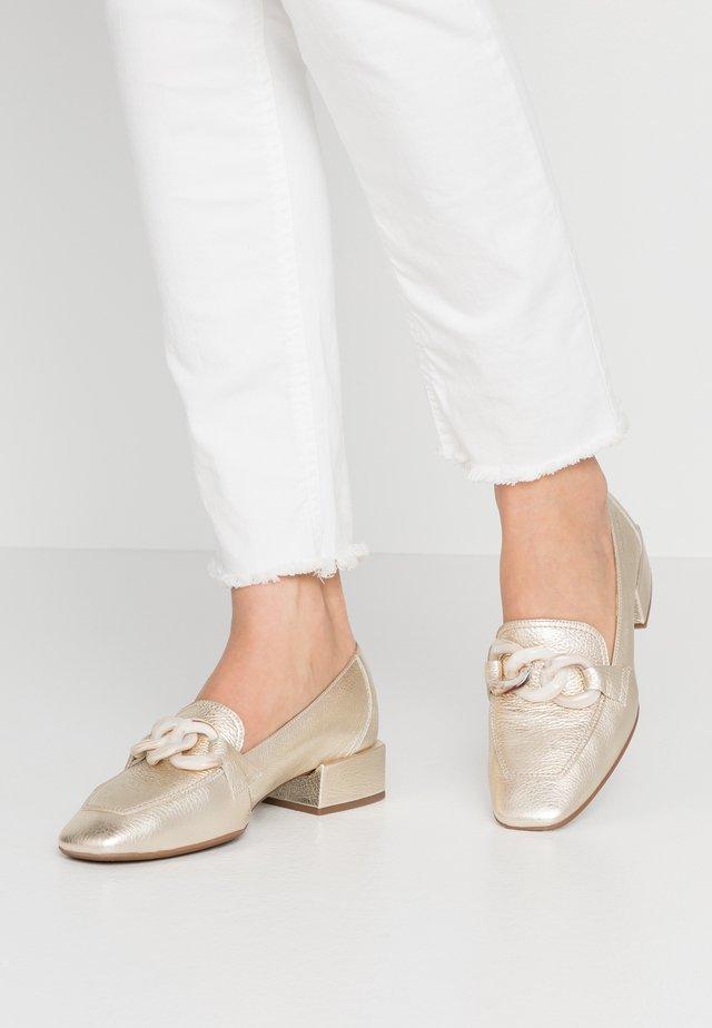 Nazouvací boty - platino