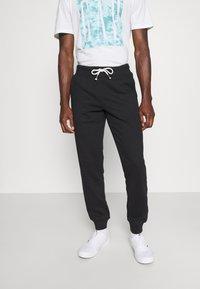 Pier One - 3 PACK - Spodnie treningowe - mottled light grey/mottled dark blue/black - 1