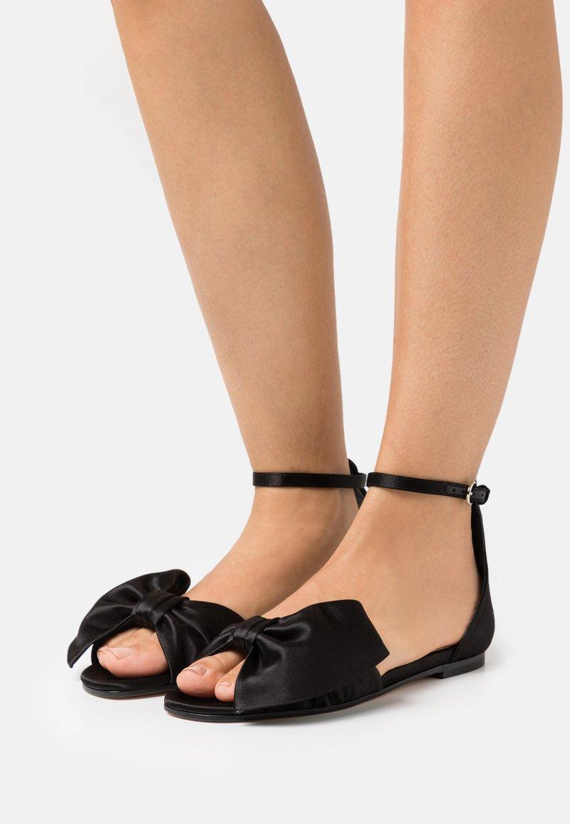 Red V - Sandals - nero
