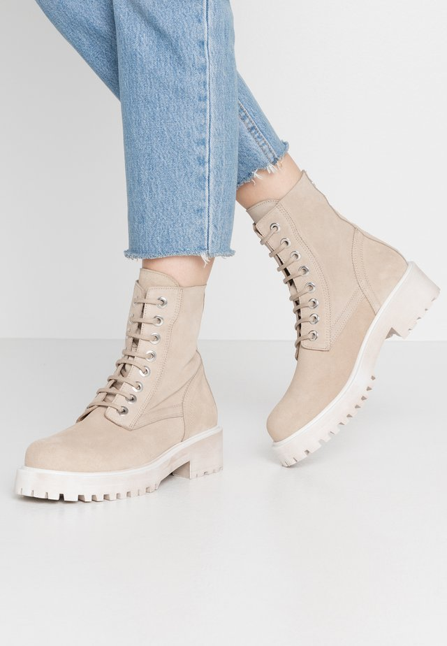 KINGHAM - Lace-up ankle boots - beige