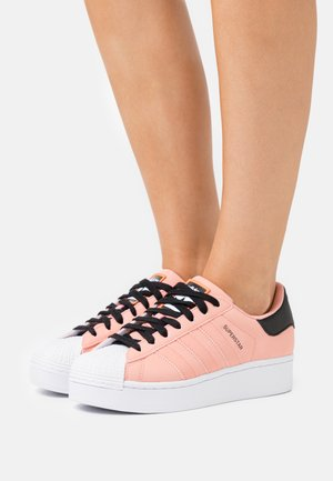 SUPERSTAR SPORTS INSPIRED SHOES - Sneakers laag - trace pink/footwear white/core black