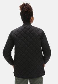 Vans - WM BOOM BOOM 66 LONG JACKET - Light jacket - black - 1