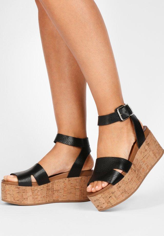 Sandały na platformie - mntrl black nbl