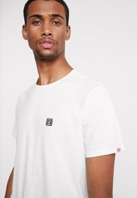 Element - SERPENT  - Printtipaita - off white - 3