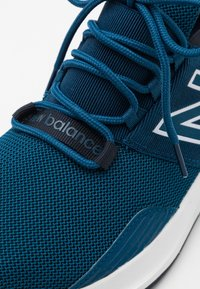 New Balance - Neutrala löparskor - blue - 5