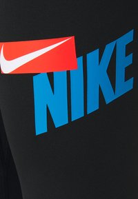 Nike Performance - ONE CROP  - 3/4 sportovní kalhoty - black/lt photo blue/chile red/white - 2