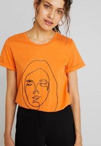 Kaffe - T-shirt imprimé - burnt orange - 4