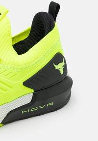 Under Armour - PROJECT ROCK 3 - Zapatillas de entrenamiento - high-vis yellow - 5