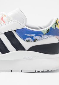adidas Originals - ANDRIDGE - Trainers - footwear white/legend ink/glow pink