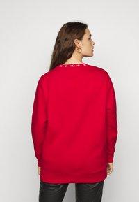 Calvin Klein Jeans Plus - PLUS CK LOGO TRIM NECK  - Sweatshirt - red - 2