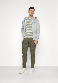 Lindbergh - PANTS - Cargo trousers - army - 1