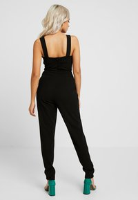 WAL G PETITE - EXCLUSIVE V NECK - Jumpsuit - black - 2